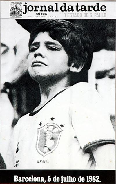 Garoto torcedor Brasileiro chorando copa de 82