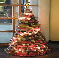arbol de navidad realizado con libros economico