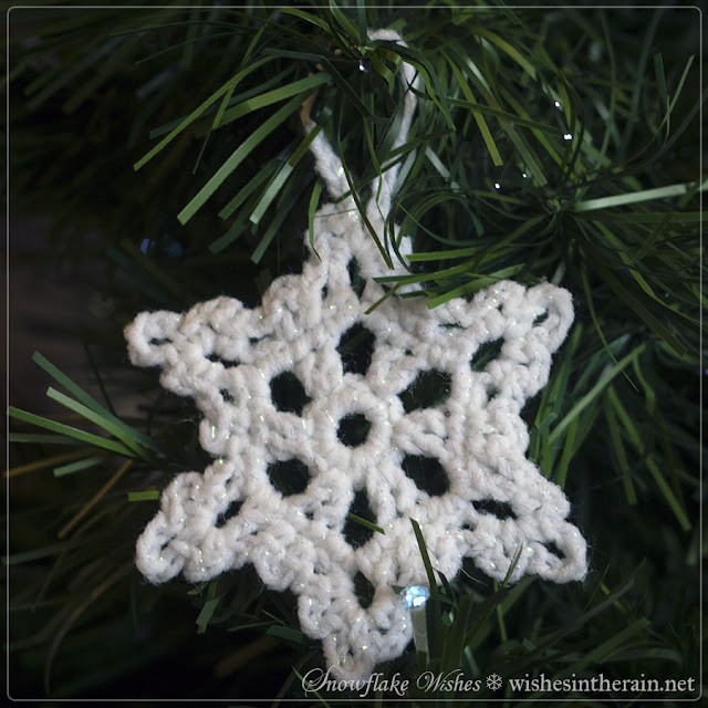 crochet snowflake with loop in Christmas tree - www.wishesintherain.net