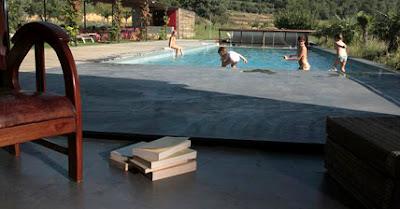 Cemento pulido en las zonas exteriores y piscinas - Losas para piscinas ...