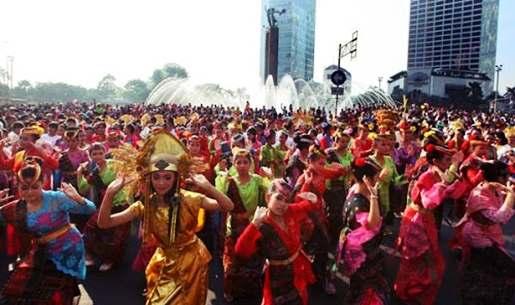 Gambar beragam suku bangsa dan budaya Indonesia