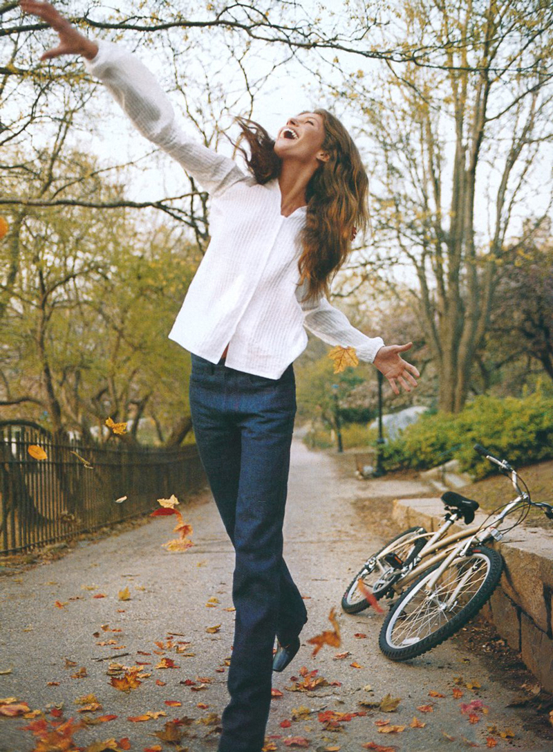 Gisele Bundchen for Vogue US July 1999 / bicycles in Vogue, Harper's Bazaar, Marie Claire, Elle fashion editorials and campaigns / via fashioned by love british fashion blog