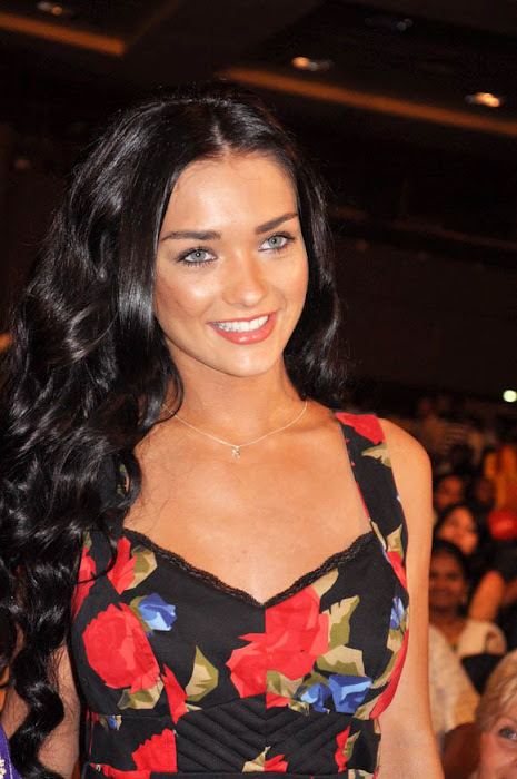 amy jackson at deiva thirumagan movie audio launch hot images