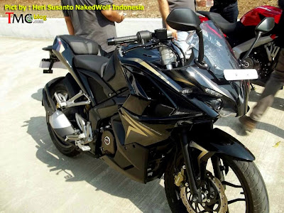 Black Color Bajaj Pulsar 200 SS - Spy Photo