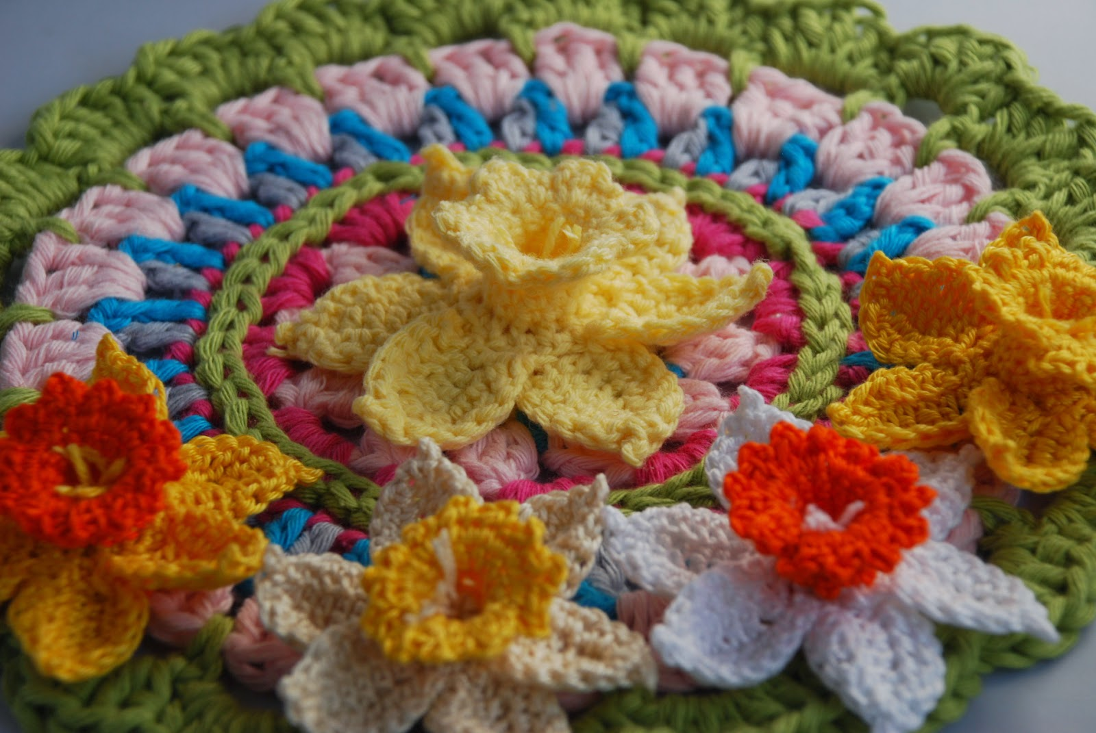 image of crochet daffodils on a spring mandala