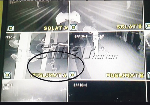 Imam Perhatikan Lelaki kail Duit tabung Masjid Melalui CCTV