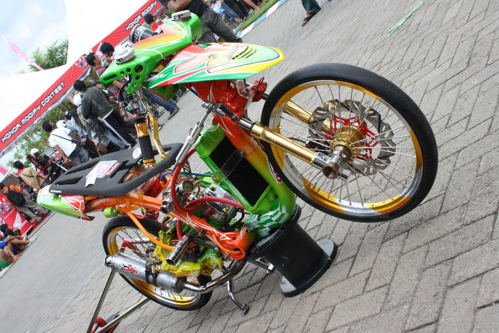 Modifikasi Motor Drag Honda Beat