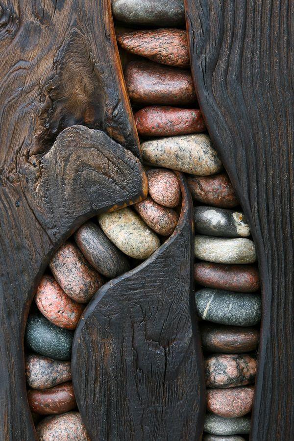 Madeira demolição e pedras