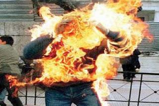 شاب سعودي يحرق نفسه بسبب الصعوبات المعيشية