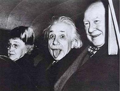 Resultado de imagen para foto de einstein sacando la lengua
