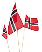 Vi har norske flagg til festdagen i tre størrelser. De koster kun 10, . (flagg)