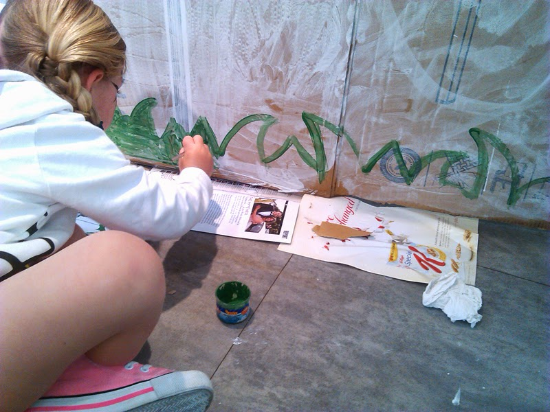 Salas infantiles omniocio casita de cart n reciclada for Casitas infantiles jardin carrefour