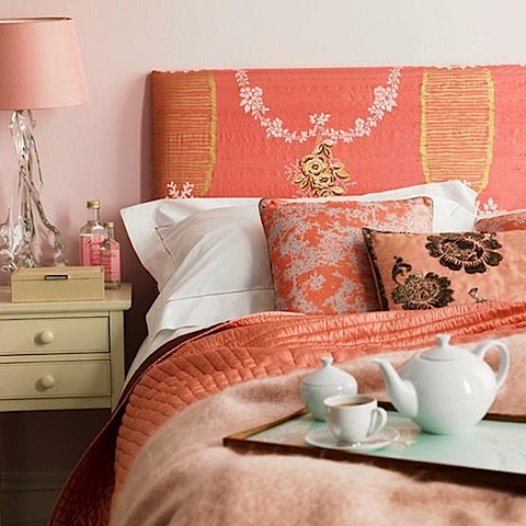 Eye for design decorate your interiors with the color coral for Peach bedroom decor