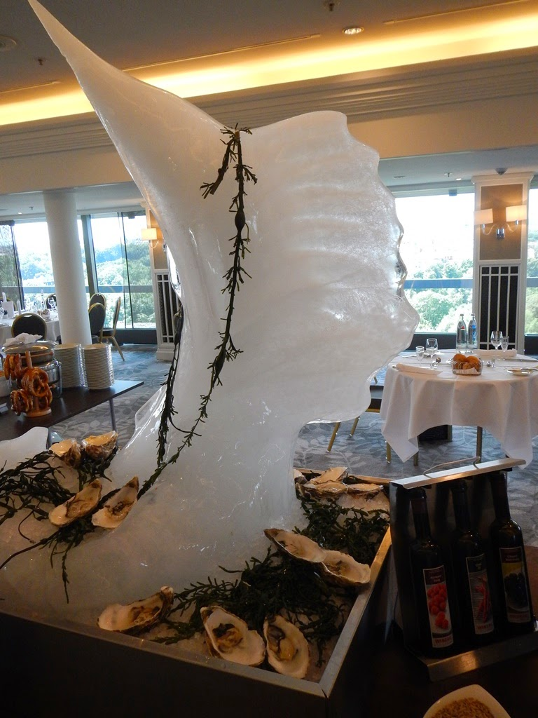 Hilton Munich Park ice sculpture