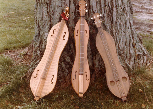 the origin and history of the dulcimer The dulcimer is a member of the string family it is further categorized into the psaltrey family, a group of instruments that are comprised of strings.