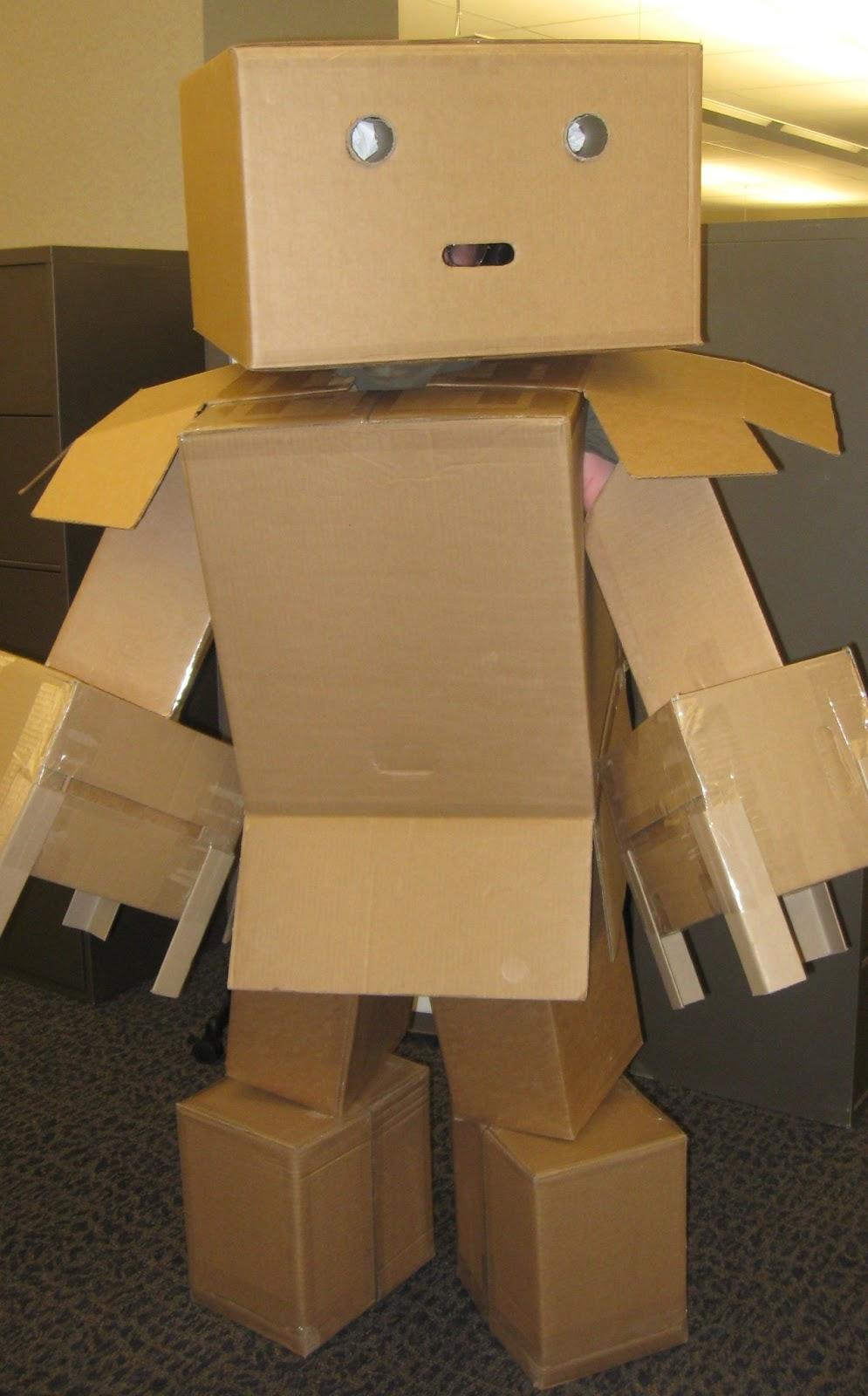 Robot de cartón idea genial para reciclar. | Quiero más diseño