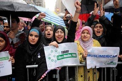 Tim Donald Trump Bersikeras Larangan Perjalanan ke AS tidak Targetkan Muslim