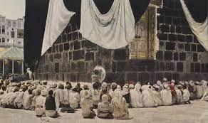 Orang berdoa di sekeliling Kabah