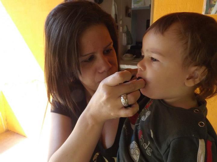 Um doce de bebe: Comendo jabuticaba - photo#7