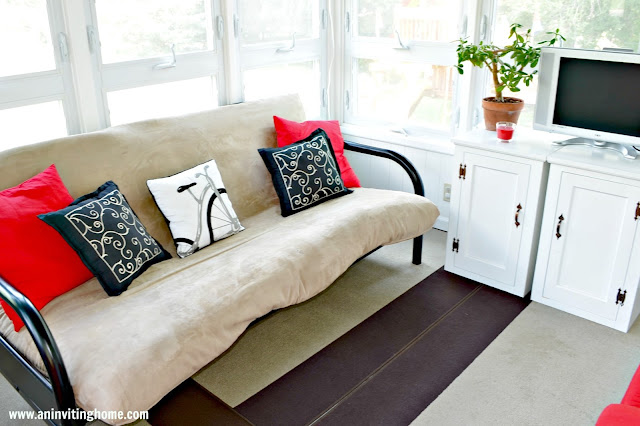 decorating with black and red