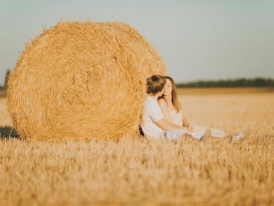 fotos de enamorados sentados