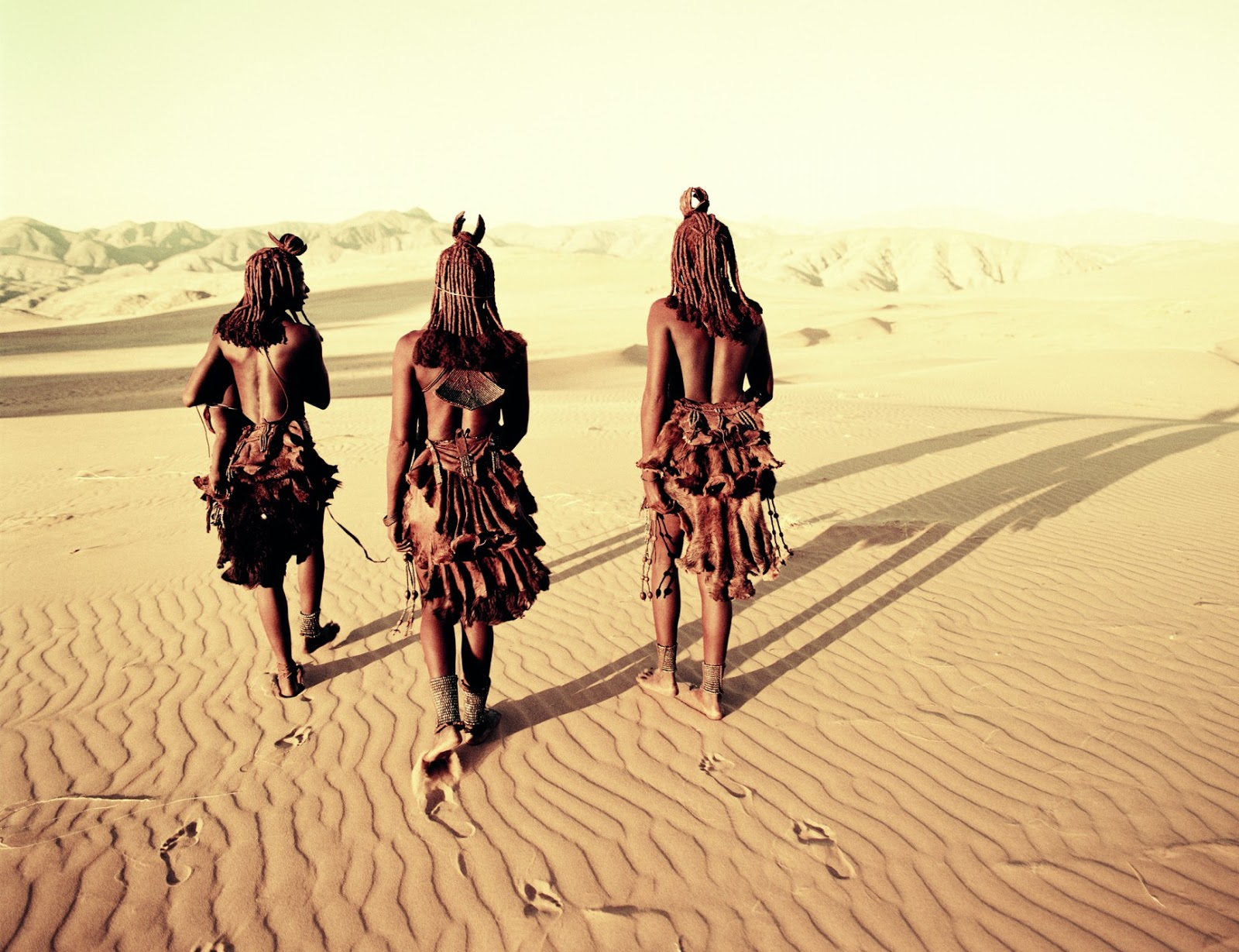 Stunning Photographs Of The World's Last Indigenous Tribes - MYSTERIOUS HARTMANN VALLEY