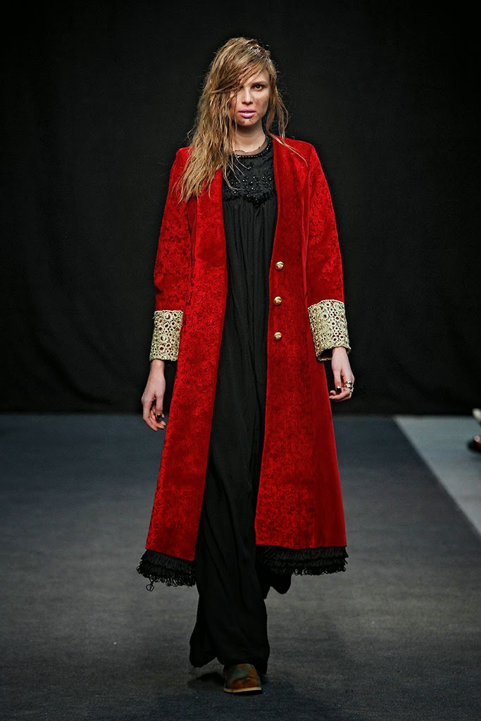 Abrigo terciopelo rojo  La Condesa Interbellum FW 15-16