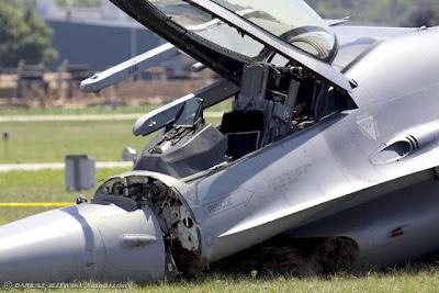 http://3.bp.blogspot.com/-iy9PzG7sypY/T5tS-DG-VBI/AAAAAAAACP0/m5OwyiDRkXE/s1600/USAF+F-16C+aircraft+nose+by+Dariusz+Jezewski.jpg