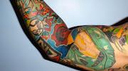 . brazos en un mural compuesto con representantes de todos sus juegos . repor tatuajes brazo