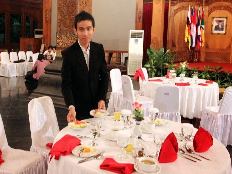 http://azharmind.blogspot.com/2014/10/inilah-kisah-sukses-putra-jokowi.html