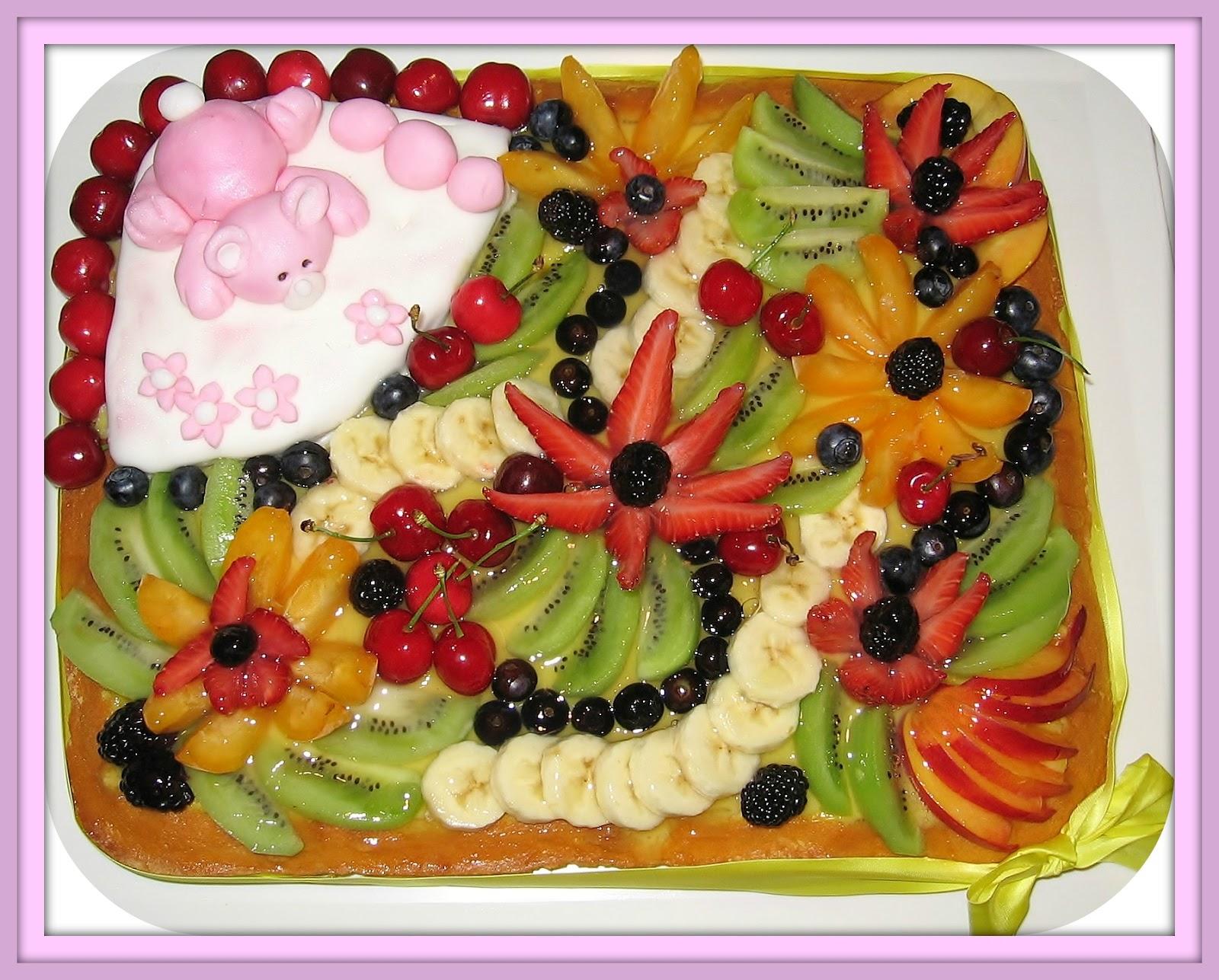 Dalla a allo zucchero torta morbida di frutta a quadro - Decorazioni con frutta essiccata ...