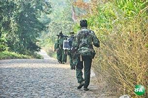 ကခ်င္ျပည္နယ္မွာ လႈပ္ရွားေနေသာ အစိုးရတပ္သားတခ်ိဳ႔ကို ၂၀၁၃ ခုႏွစ္ ဒီဇင္ဘာလကုန္ပိုင္းက ေတြ႔ရစဥ္။ photo: RFA/ Kyaw Myo Min
