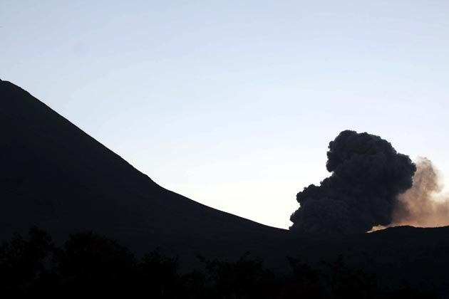 http://3.bp.blogspot.com/-iykCV0VBBWE/Tip9uUuBUhI/AAAAAAAAHMk/KxheXZxw42M/s1600/indonesia-volcano-150711-03_051724.jpg