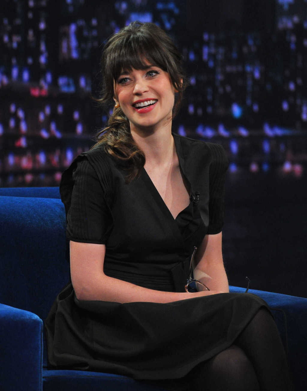 http://3.bp.blogspot.com/-iyoq2FfQSuA/UKsYs1gNsuI/AAAAAAABJCE/9njfXoX-BEw/s1600/Zooey_Deschanel-Late_Night_With_Jimmy_Fallon-New_York-11_19_2012-002.jpg