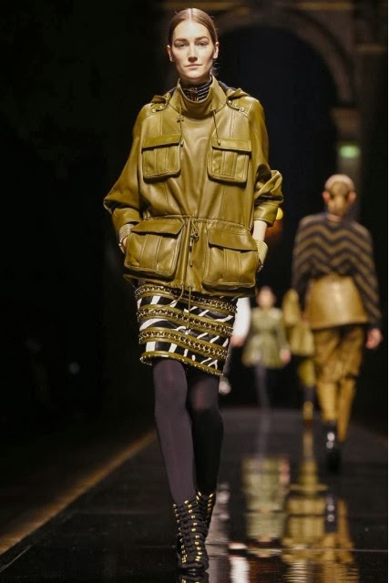 Balmain, Olivier-Rousteing, Olivier-Rousteing-Balmain, Balmain-Rihana, Rihana, Balmain-Fall-Winter, mercedes-benz-fashion-week, Fall-Winter, Fall-Winter-2014, Womenswear, womenswear-2014, ready-to-wear, pret-à-porter, fashion-week-milan, automne-hiver, fashion-week, milano-fashion-week, milan-fashion-week, mlf, mlf14, mlf2014, paris-fashion-week, fashion-week-paris, pfw, pfw14, pfw2014, du-dessin-aux-podiums, blog-mode-femme, blog-sur-la-mode, online-fashion-magazine, mode-chic, new-mode , fashion-looks, milan-fashion, fashionweek, look-mode, mode-a-paris, paris-fashion, style-mode, accessoires-de-mode, ladieswear, in-fashion, blogs-mode, fashion-events, mercedes-fashion-week, paris-fashion-week-schedule, femme-mode, vetement-femme-solde, chaussures-isabel-marant, balenciaga-parfum, parfum-balenciaga, balenciaga-mens-sneakers, alexander-wang, alexander-wang-balenciaga