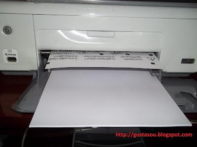 Impressora HP em funcionamento normal.