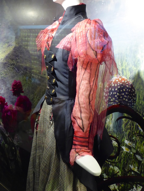 Alice Through the Looking Glass Ribbon Fantasy look sleeve detail