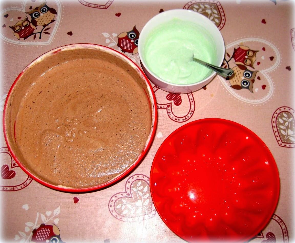 La ricetta della crema bavarese arricchita con una salsa alla menta è perfetta per le vostre cene estive.