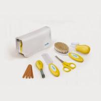 http://wyprawamama.pl/pielegnacja-i-higieny/4081-nuvita-zestaw-niezbednych-akcesoriow-do-pielegnacji-w-kosmetyczce-4-kolory.html