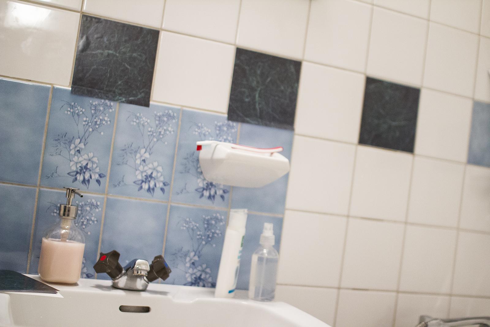 annika bäckström: Quick-fix i badrummet med kakeldekor