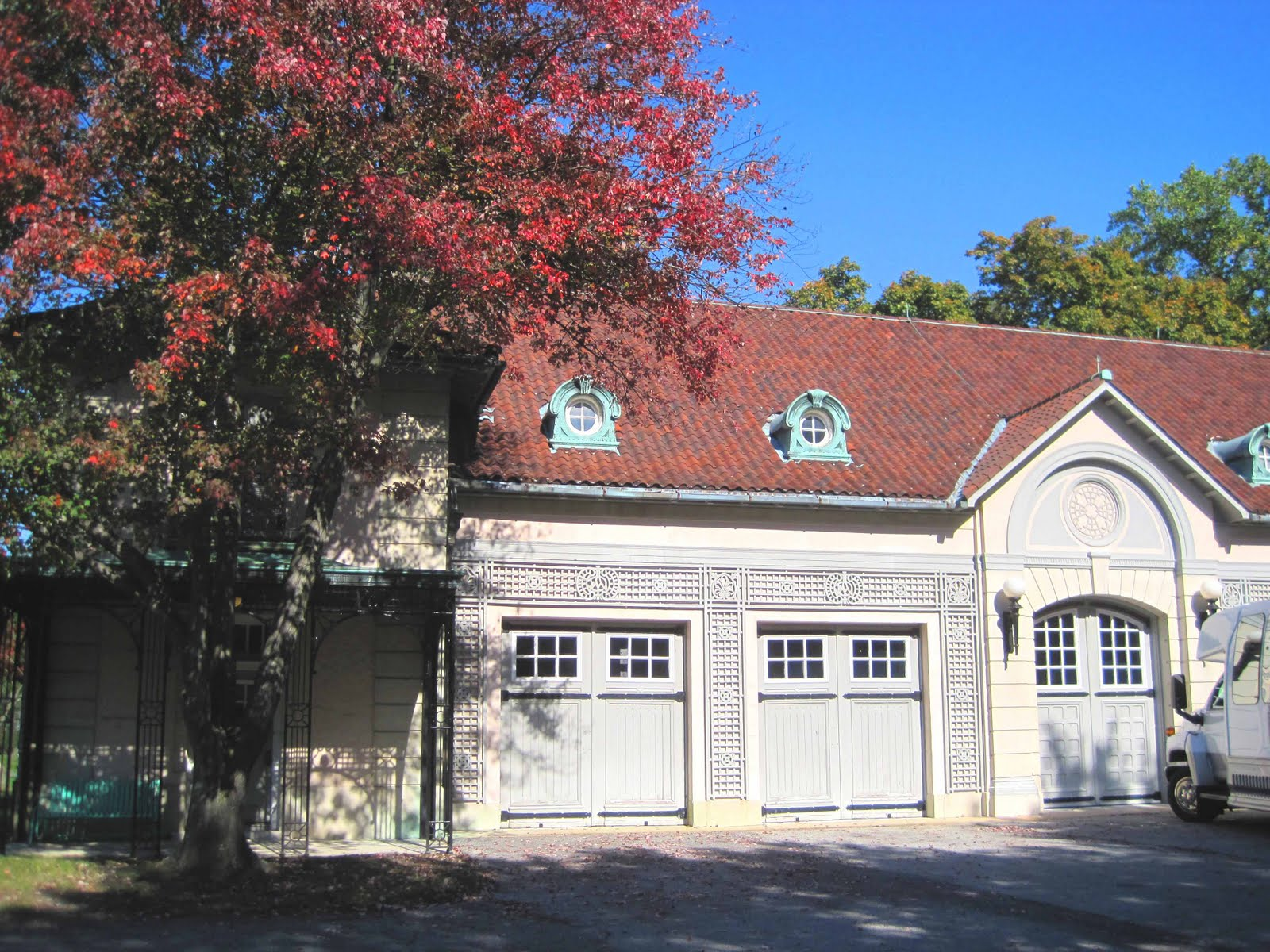 Architect design nemours garage for Garage alain nemours