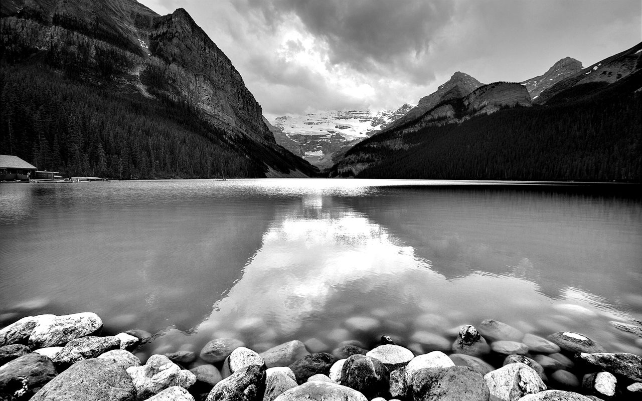 http://3.bp.blogspot.com/-j-Fkf8UzsnQ/TbWe9AnJL4I/AAAAAAAAAAQ/9okbTci0nrk/s1600/Lake-In-Mountains-Black-White-Wallpaper-Widescreen-1280x800.jpg