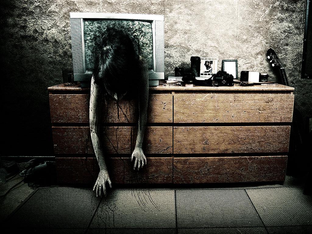 Wallpaper Paranormal Saliendo De La Tv Descargar Wallpapers En Hd