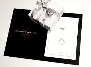 オーダーしたエンゲージリング(婚約指輪)のデザイン画を頂ける。