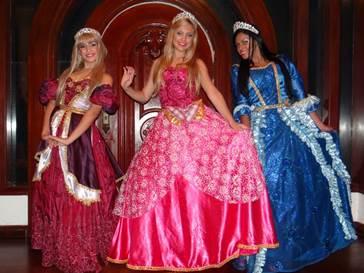 Santa Cruz Shopping promove 'Chá com princesas e lanche com os heróis' neste domingo para a criançada