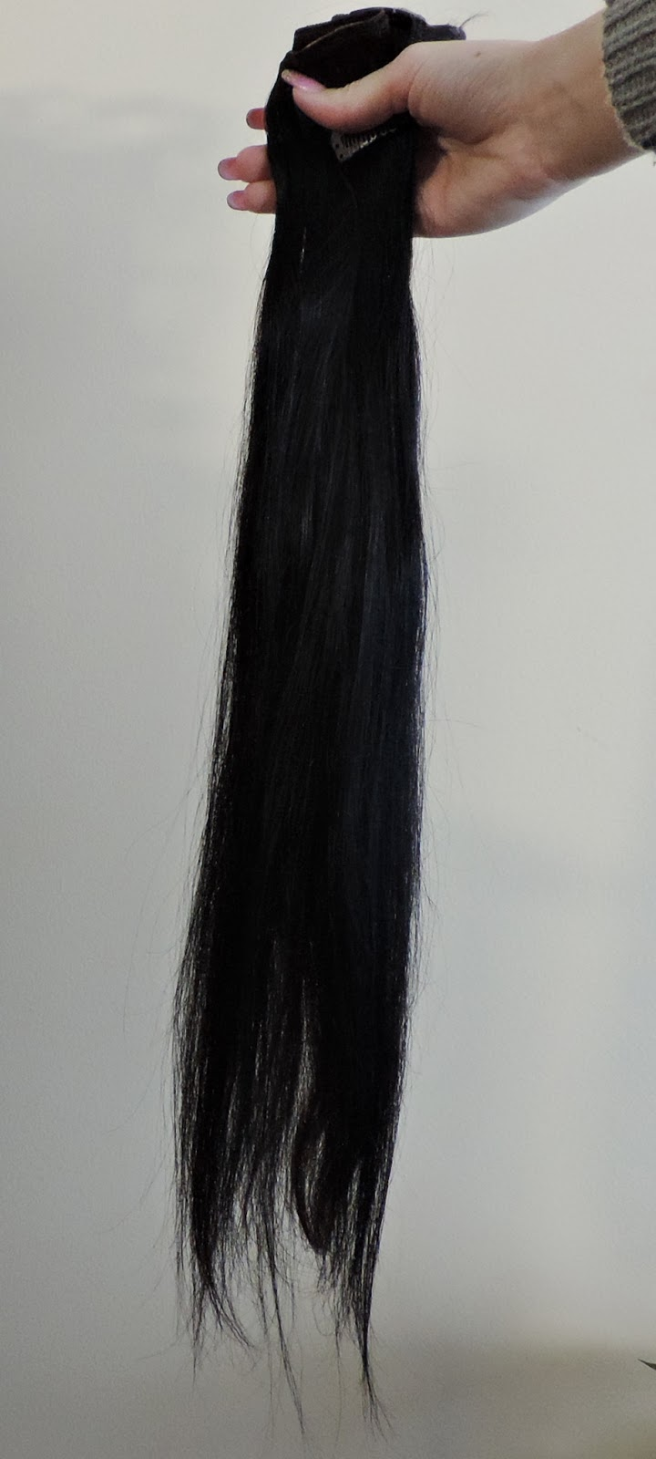 set vs the one weft of bombay hair to show the thickness of this hair