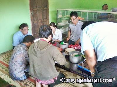 Jamuan Makan di RM Ayam Panggang Bu Bari Karangtengah