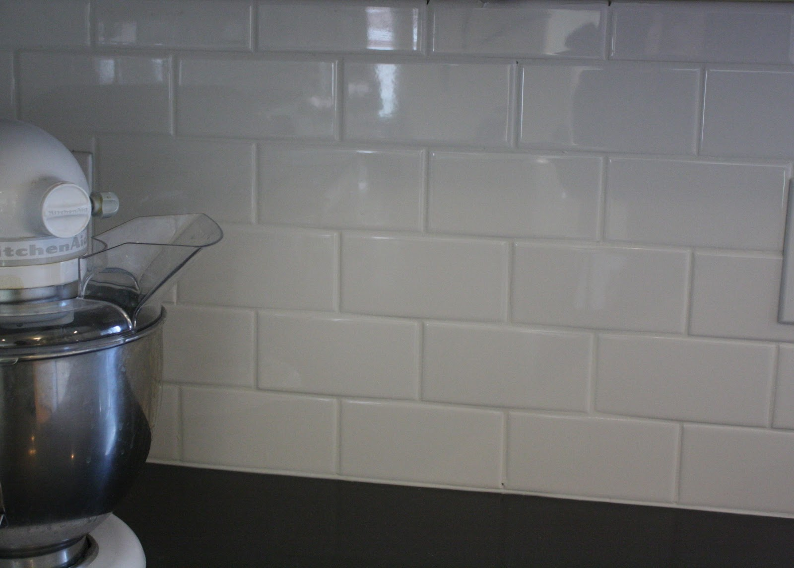 Diy white subway tile backsplash dailygadgetfo Images