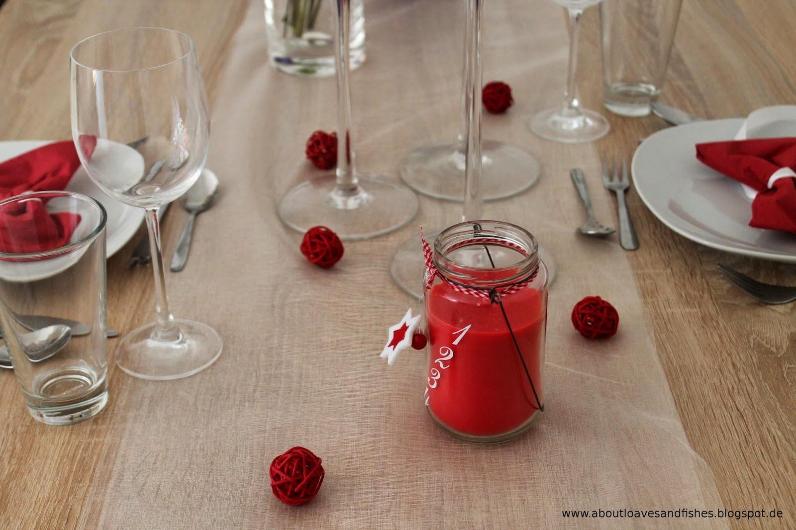 rote Tischdekoration