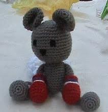 http://amigurumisdelacasa.blogspot.com.es/2011/02/raton-boxeador.html